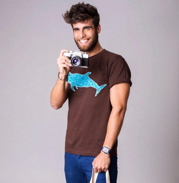 camiseta marrón ballena