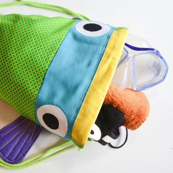 mochila pez verde