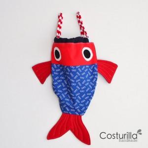 mochila pez rojo