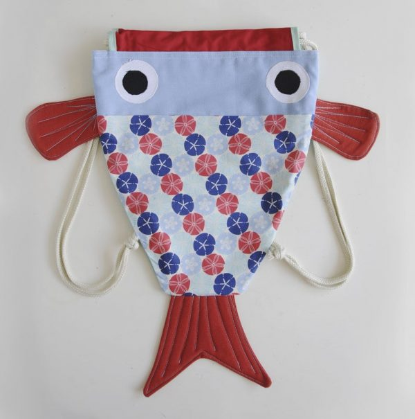 mochila chicharro en forma de pez con estampado de erizos marinos