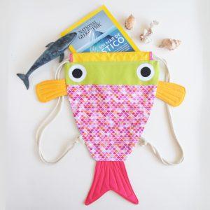 Mochila artesanal en foema de pez hecha en Tenerife