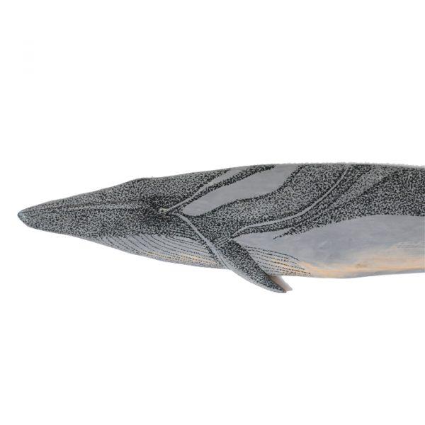 ballena pintada a mano para colgar, diseñada por Teo Lucas